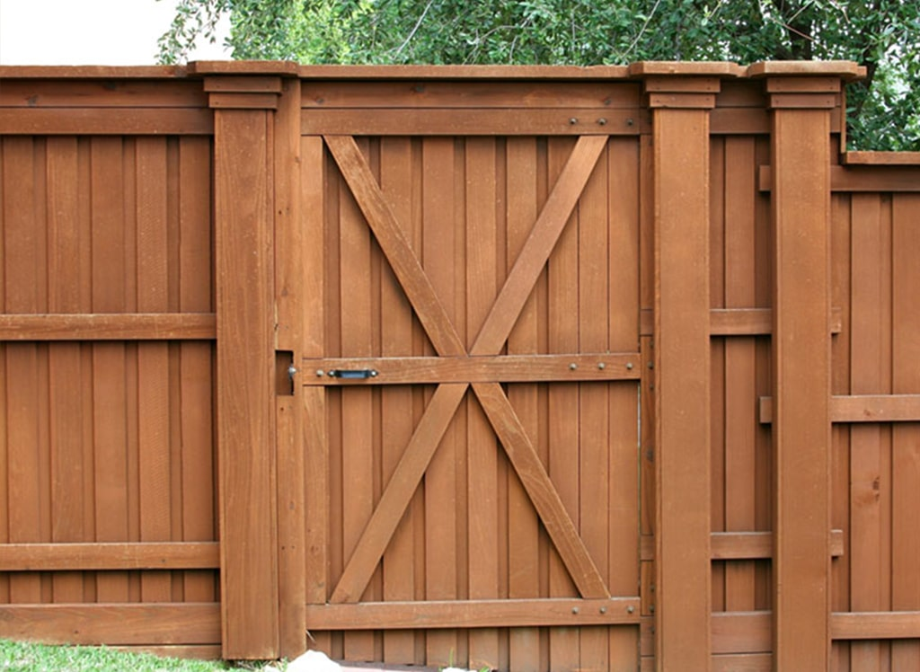 Benefits of Western Red Cedar Fence in Conroe
